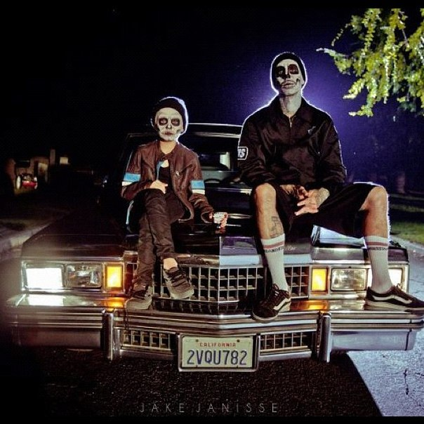 Yelawolf & Travis Barker - Whistle Dixie
