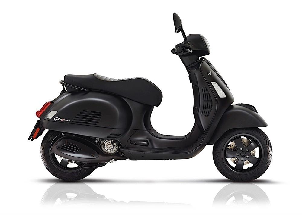 Компания Vespa представила юбилейные скутеры Primavera, Yacht Club  и Notte