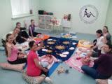 Приглашение на занятия. Обучение материнскому массажу, искусству общения с малышом через прикосновения.