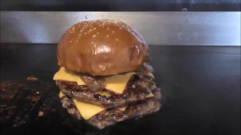 [Walking Around London] THE BEST BURGER IN LONDON - DOUBLE CHEESE BURGER DROWNED IN GRAVY - GRILLED CHEESE - LONDON