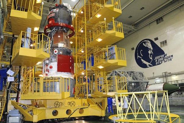 Cтыковка переходного отсека с кораблем ТПК Союз ТМА-11М