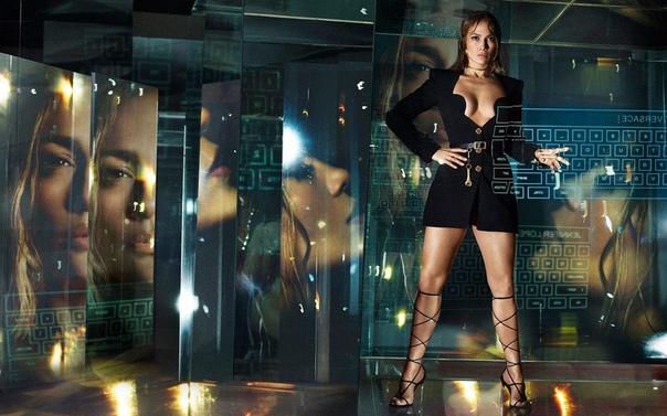 Дженнифер Лопез для Versace.