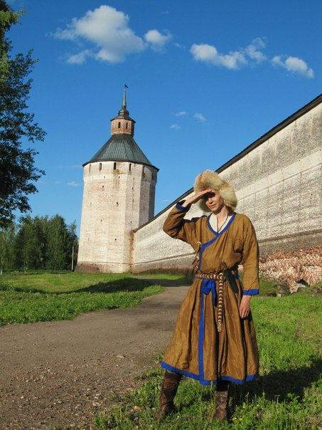 На фоне Московской башни