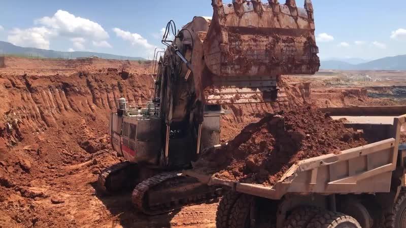 Terex RH170 Shovel Excavator Loading Hitachi Dumpers