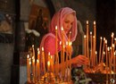 Тихо в церковь я зайду. За семью зажгу свечу. Тихо Бога попрошу: Береги их, я молю.