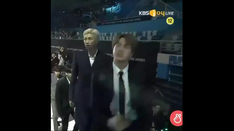 JIN DANCING IDOL WITH SO MUCH ENERGY, I LOVE HIM SO MUCH ARGHSBSBSNSNK