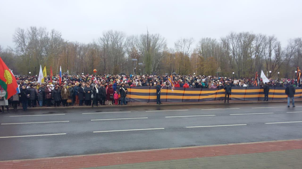 На площади Петра Великого липчане отмечают День народного единства — Изображение 2