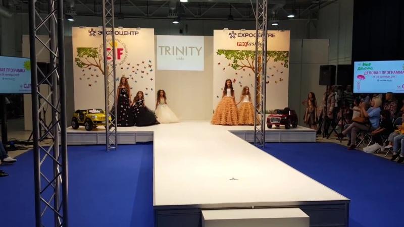 Показ детских платьев 2018 бренда TRINITY BRIDE на выставке CJF Детская мода