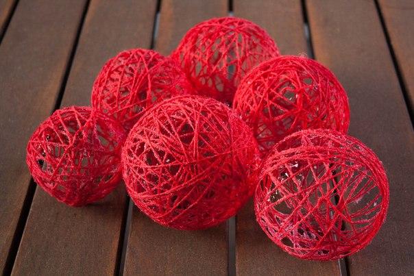 Как сделать новогодние шарики из ниток своими