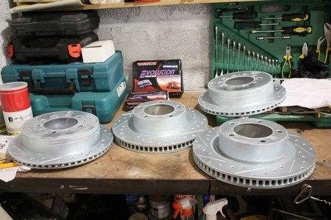 Toyota Sequoia Club - Тюнинговые тормозные диски и колодки.керамика с дырками.