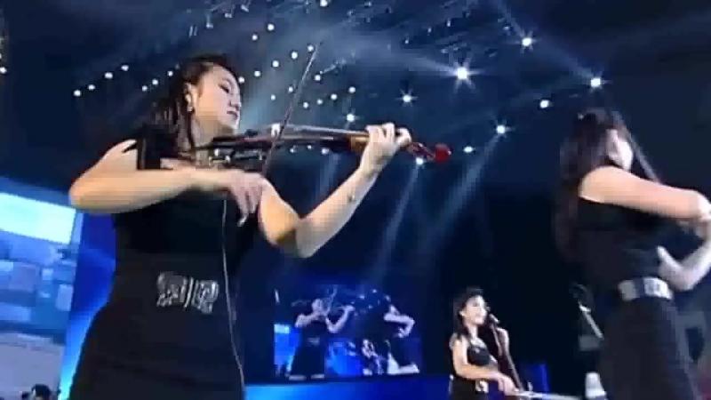 Кореяночки лабают музыку во славу Вождя (Moranbong Band)
