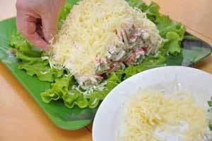 Салат из крабовых палочек «Избушка в снегу» Ингредиенты: 10