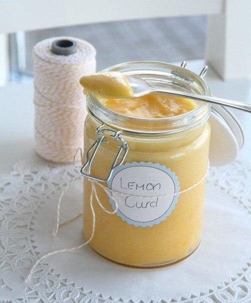 Лимонный крем Это универсальная и невероятно вкусная начинка как для тортов, так и для пирогов и даже в качестве джема Ингредиенты: - 1 стакан лимонного сока - 2 ч. ложки тертой цедры лимона - 75 гр сахара - 4 яичных желтка - 60 гр сливочного масла Приготовление: 1. Смешать вместе все ингредиенты и поставить на водяную баню 2. Взбивать венчиком и держать на бане пока не станет однородной консистенции 3. Снять с огня 4. Выложить в стеклянную баночку, остудить до комнатной температуры и…
