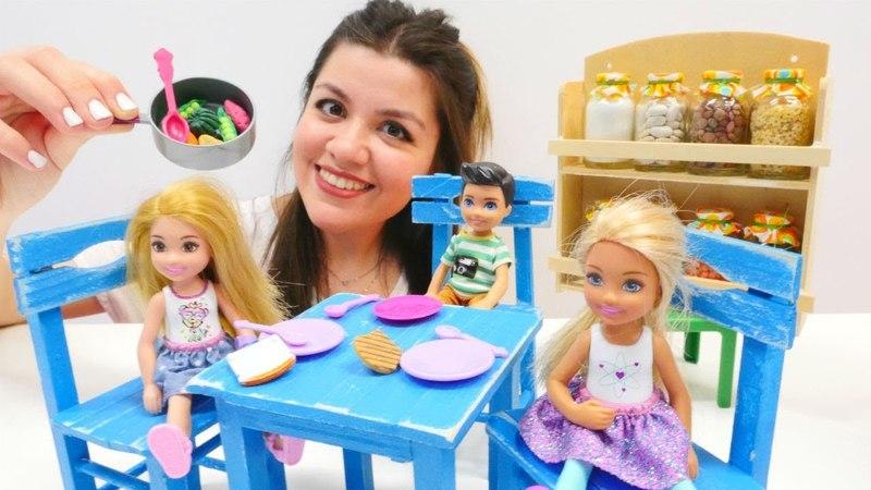 Oyuncaklar ile sağılıklı beslenme eğitimi. Kız oyunu!