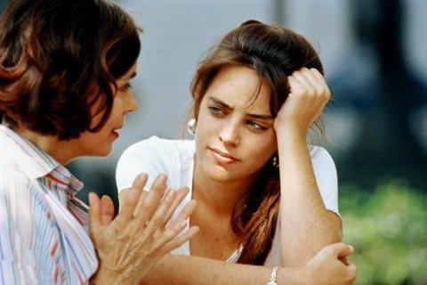 ПРИТЧА «СВЕКРОВЬ» Одна девушка вышла замуж и жила в доме своего мужа. Так случилось, что после свадьбы она была не в состоянии выносить постоянные упреки своей свекрови. Она решила избавиться от нее. Девушка пошла к торговцу травами, который был другом ее отца. Она сказала ему: - Я не могу больше жить со своей свекровью. Она сводит меня с ума. Не могли бы вы мне помочь? Я хорошо заплачу. - Что я могу для тебя сделать? - Спросил травник. - Я хочу, чтобы вы продали меня яд. Я отравлю свекровь и…