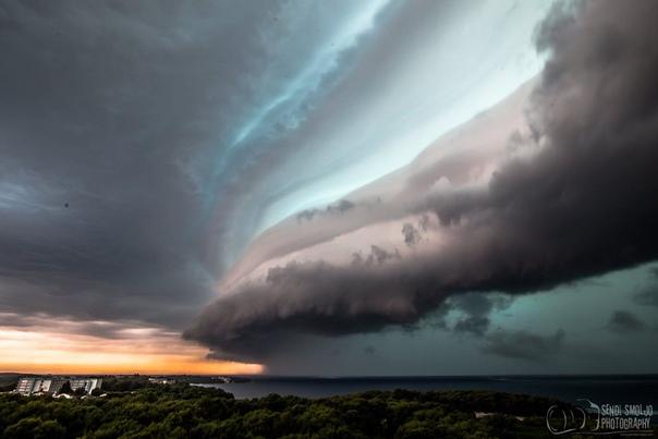 Шельфовые облака над острове Црес (Хорватия) Фото: Sandro Puncet