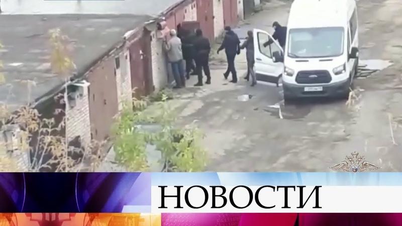 МВД РФ провело спецоперацию по задержанию крупной группировки наркоторговцев.