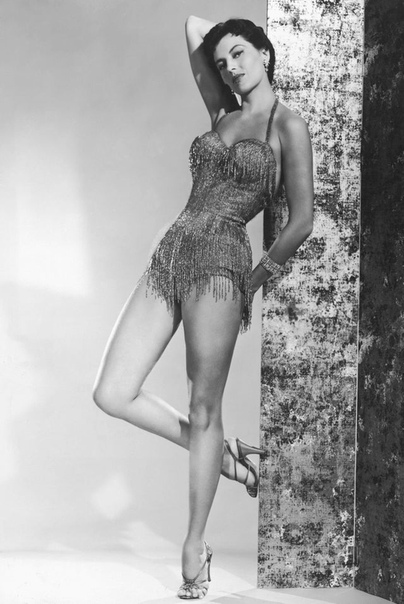 На фото: Сид Чарисс, актриса и балерина.