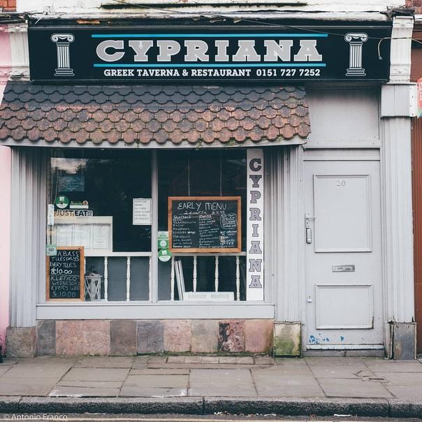 Старинные ливерпульских магазины. Витрины. Венесуэльский фотограф Антонио Франко с помощью своего проекта пытается задокументировать исчезающую историю города. В 2014 году фотограф Антонио