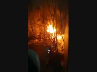 В 23:50  г. в ОДС ФКУ ЦУКС ГУ МЧС России по Костромской области поступило сообщение о возгорании хозяйственных постр