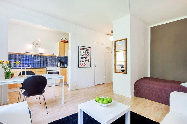 Оптимальный вариант организации пространства студии квадратной планировки 26 м в Швеции.