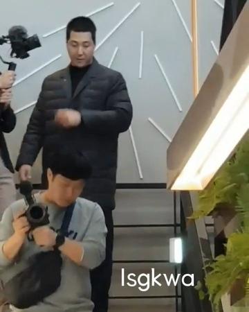 """이승기 Korea with World Airen on Instagram """"사인회 마치고 귀가하는 울스타⭐ 오빠 오빠 소리는 51088"""