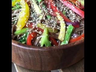 Гречневая лапша (соба) с овощами