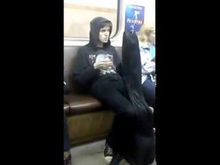 Чувак под спайсом в метро сел на измену! МЕГА ПРИКОЛ! СМОТРЕТЬ ДО КОНЦА