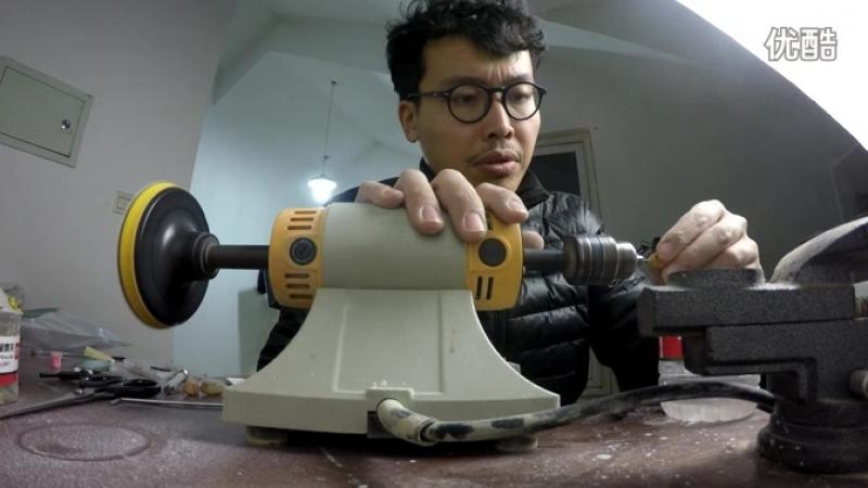 Процесс сверловки полуфабриката из янтаря