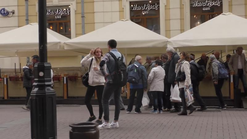 Узнаём ВКонтакте девушки с шаурмой, встреченной на улице в Москве
