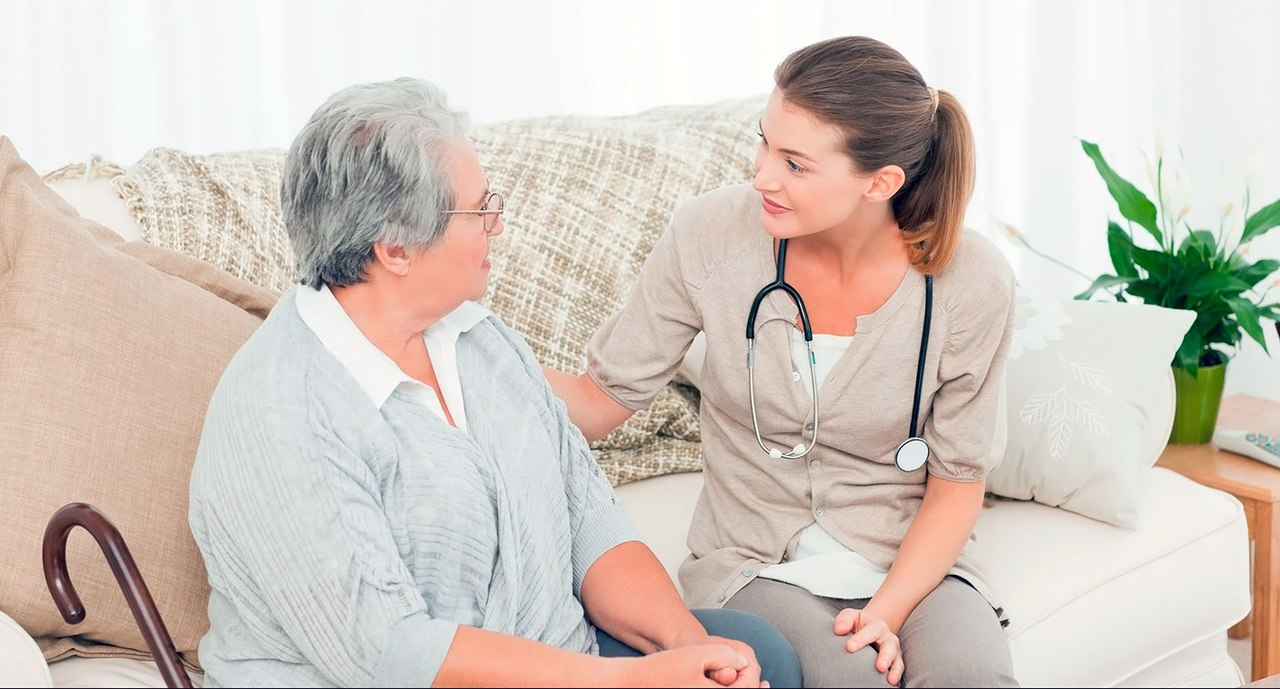Тяжелобольной дома: ухаживать самим или нанять сиделку