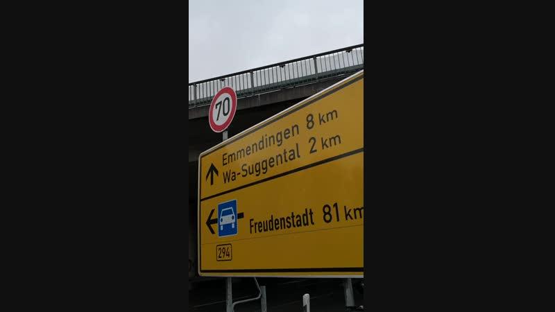 Ist sowas überhaupt erlaubt Vor dem 70 km h Schild ist eine 50er Zone