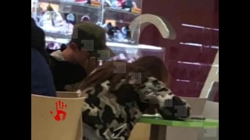 Челябинка сняла на видео двух подростков которые нюхали неизвестное вещество