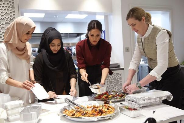Принц Гарри и Меган Маркл устроили тайную встречу с Адель На днях стало известно, что 37-летняя Меган Маркл и 34-летний принц Гарри нанесли очередной визит на общественную кухню сообщества Hubb