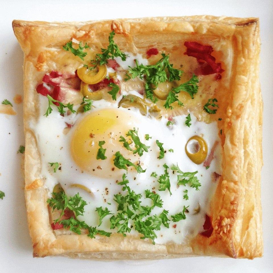 Слойки с яйцом, ветчиной и сыром Ингредиенты (для