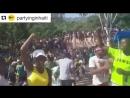 Torcida no Haiti comemorando a vitória da seleção brasileira