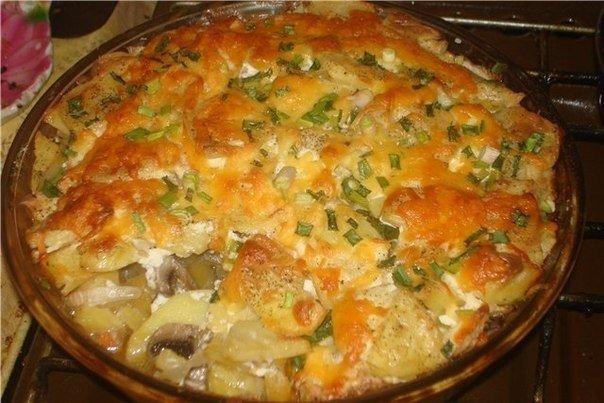 Картошечка на скорую руку Ингредиенты: картофель лук помидор сыр майонез соль Все продукты берем в произвольном количестве Приготовление: 1.Разогреваем плиту. 2.Картофель чистим и режем