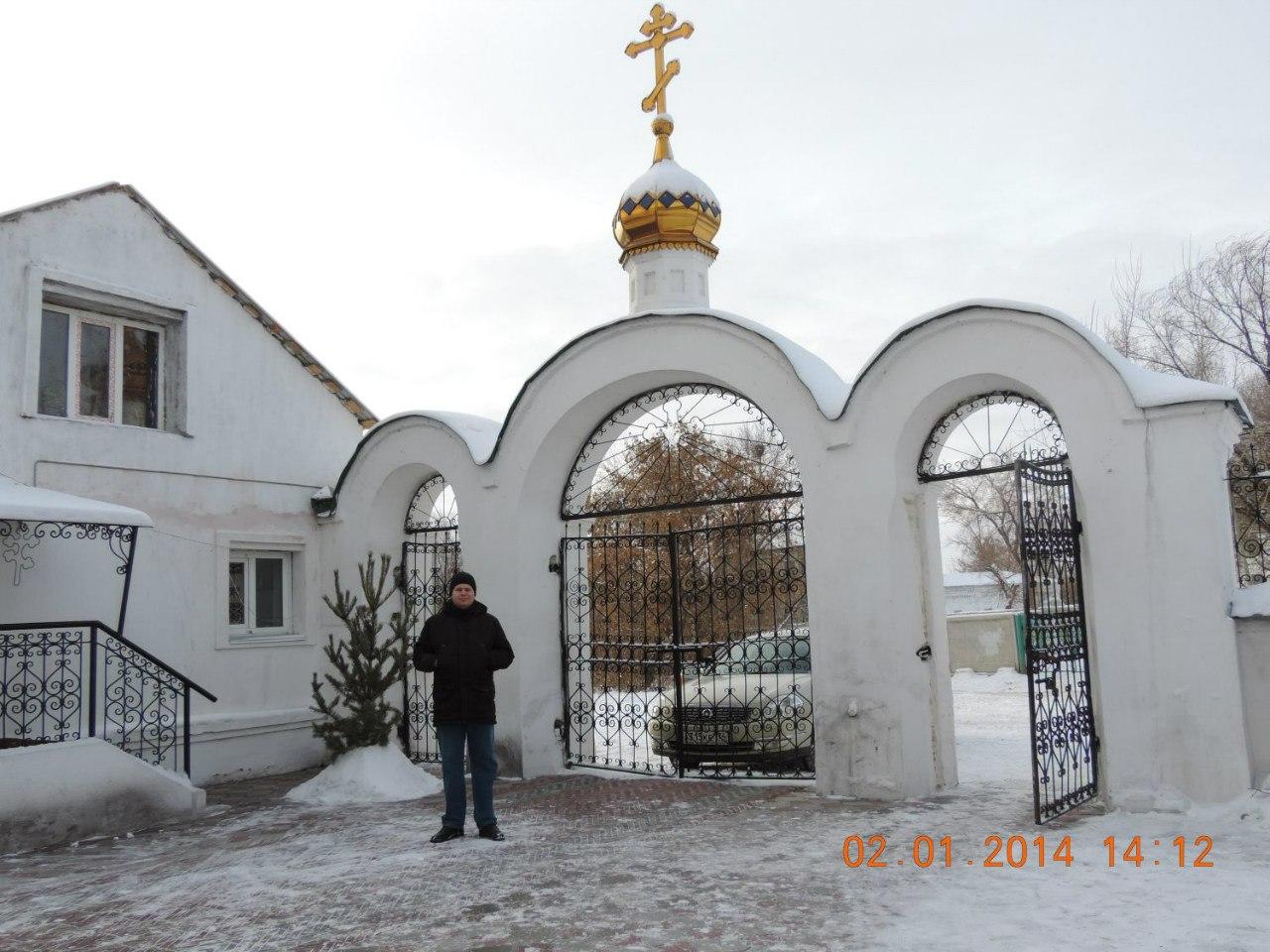 В церковном дворике (03.02.2014)
