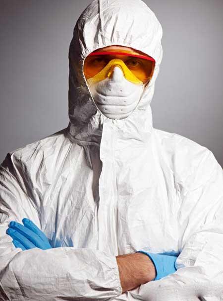 Защитные одежды могут носить врачи и медсестры, лечащие пациентов, инфицированных вирусом Эбола.