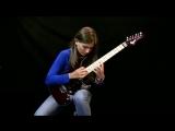 Рок-девушка исполняет Лунную сонату Бетховена (хорошее настроение, талант, звезда, классика, творчество, гитара, музыка, клип).