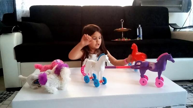 Yağmur Oyuncak Atları ile Oynuyor-Yağmur is Playing Hobby-Horse