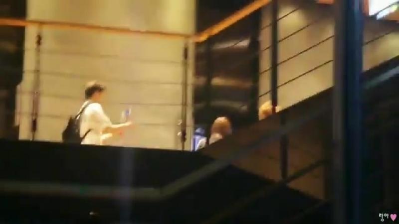 [180830] 의진 이의진 - - 1층 엘리베이터 문 열릴것 같아서 - 기다렸더니 역시나... - - 엠카퇴근 빅플로퇴근 - 의진 성민 렉스 론 하이탑 - EUIJIN 다원즈 daonez - 빅플로 BIGFLO LEEEUIJIN