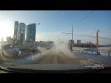 12.01.18 Range Rover попал в ловушку, уходя от столкновения на Макаровском мосту