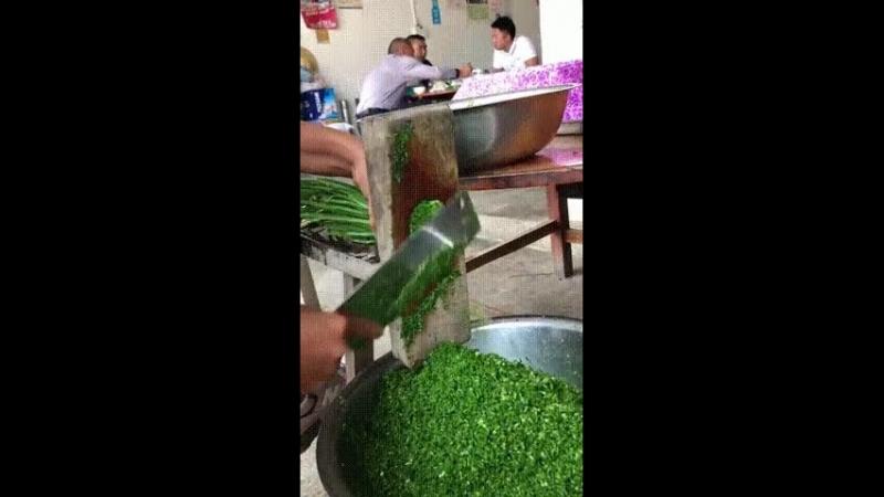 гифки-кухня-зелень-гильотина » Freewka.com - Смотреть онлайн в хорощем качестве