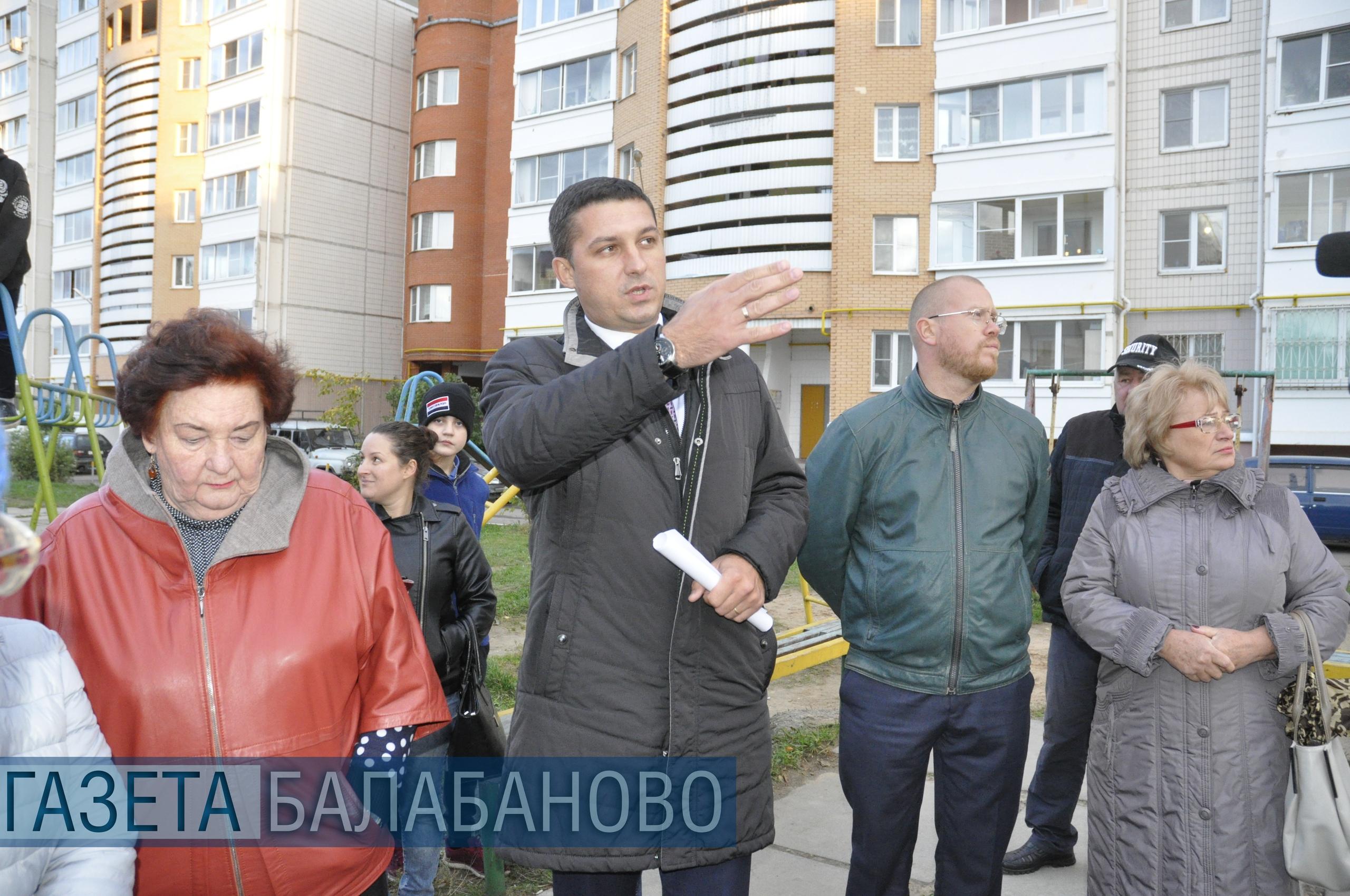 лава администрации г.Балабаново Вячеслав Парфёнов 25 сентября встретился с жителями домов №12, 12А, 14 по ул.Лесной.