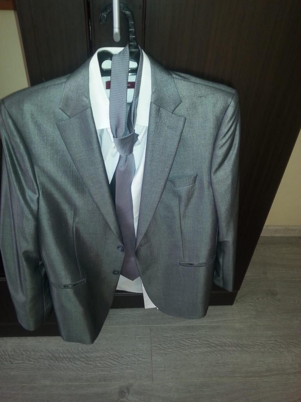 Продам костюм мужской синар рост 170, размер 50-52, одет был один раз галстук и рубашка в комплекте тел.