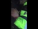 Мужчина разбудил спящих на службе полицейских