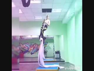 Тренер Анна Лисеенкова воздушная акробатика