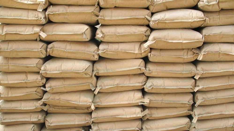 Цементный порошок обычно изготавливается из известняка и глины и является ключевым компонентом бетона.