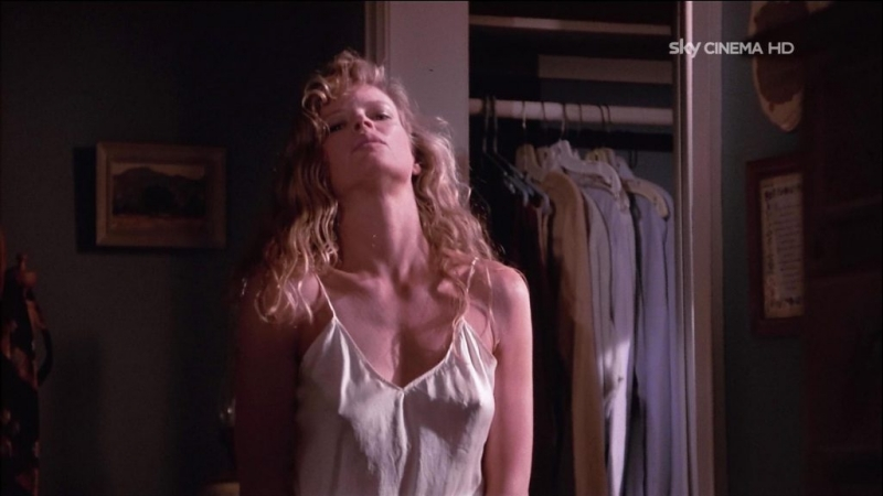 «Моя мачеха — инопланетянка»./«My Stepmother Is An Alien».(1988). Первая брачная ночь физика Стива Миллса.